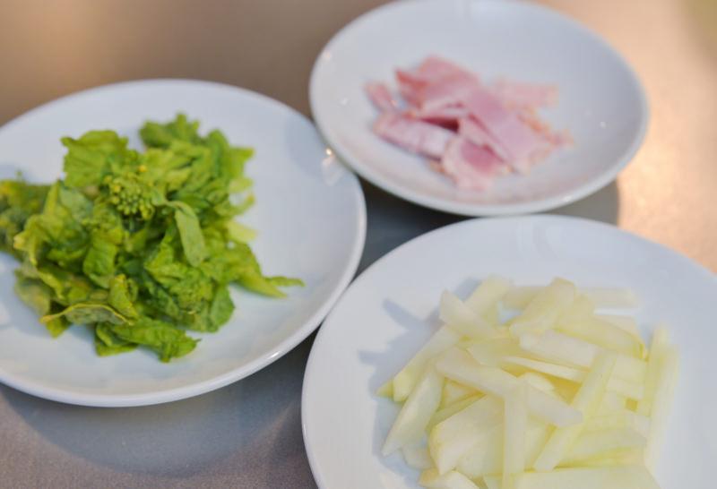 (写真左:菜の花/右上:ベーコン/右下:コールラビ)
