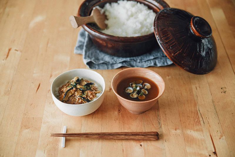 自在道具の香味鍋とアマノフーズ商品の麻婆なす丼
