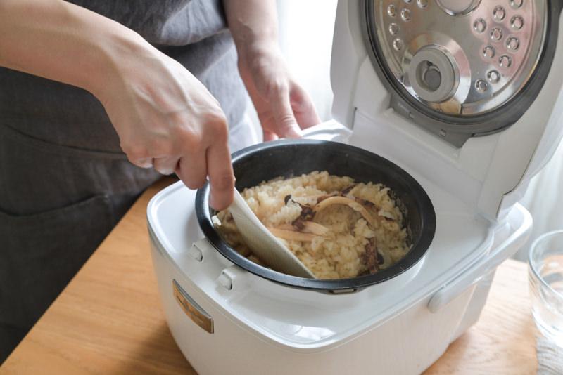 全体をふんわりと混ぜ合わせ、茶碗に盛る。