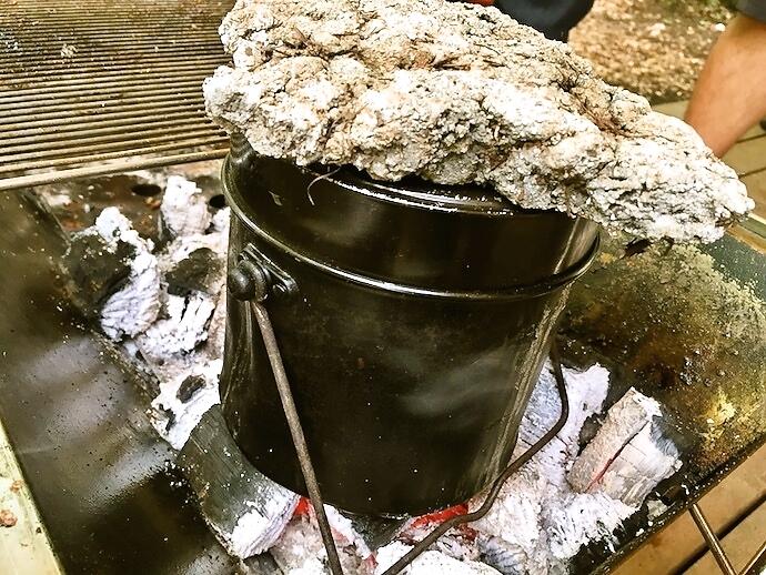 たけだバーベキュー飯ごうで米を炊く様子