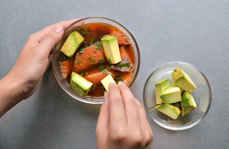 サーモンのブラックペッパー漬けアレンジレシピ