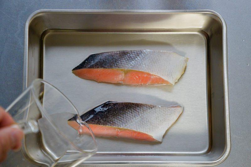 鮭の塩抜きの方法