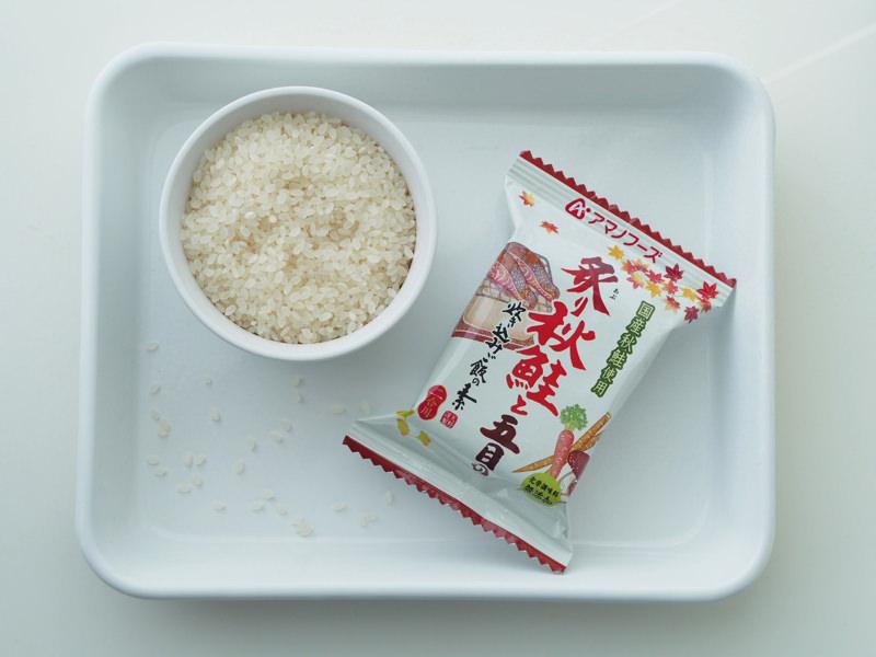 炙り秋鮭と五目の炊き込みご飯の素の食材
