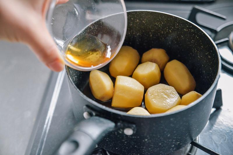 みりんを加え、強火で軽く煮詰める