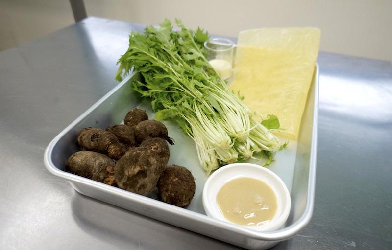 里芋と湯葉のおみそ汁の具材