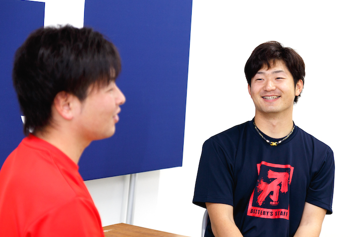 大瀬良大地選手と岡田明丈選手
