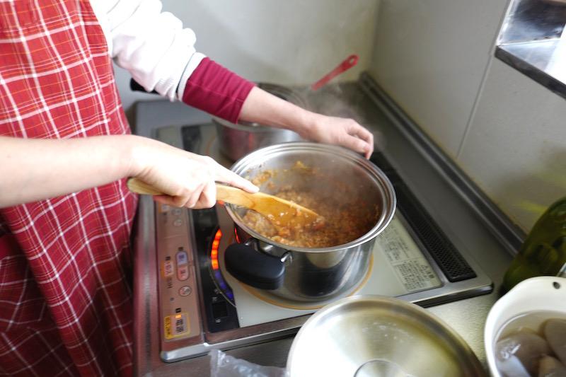 ドライカレーの調理