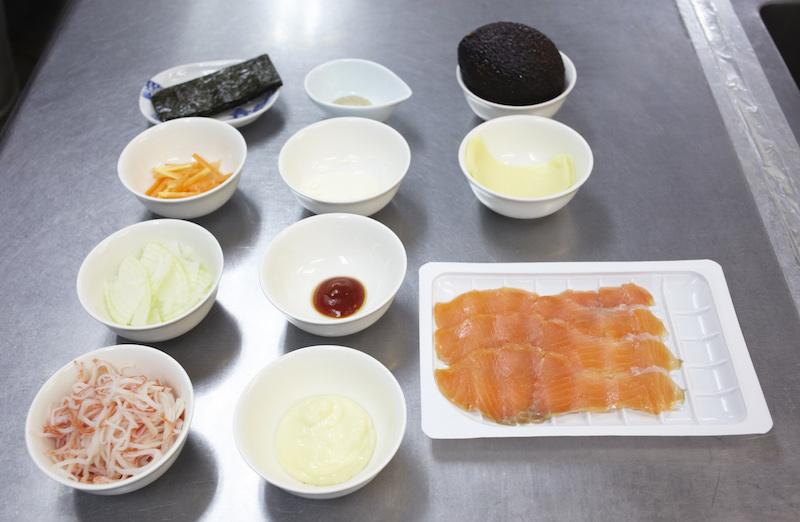 カニかまサラダチーズ焼きの材料