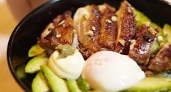 塩麹鶏とアボカドの丼ぶり