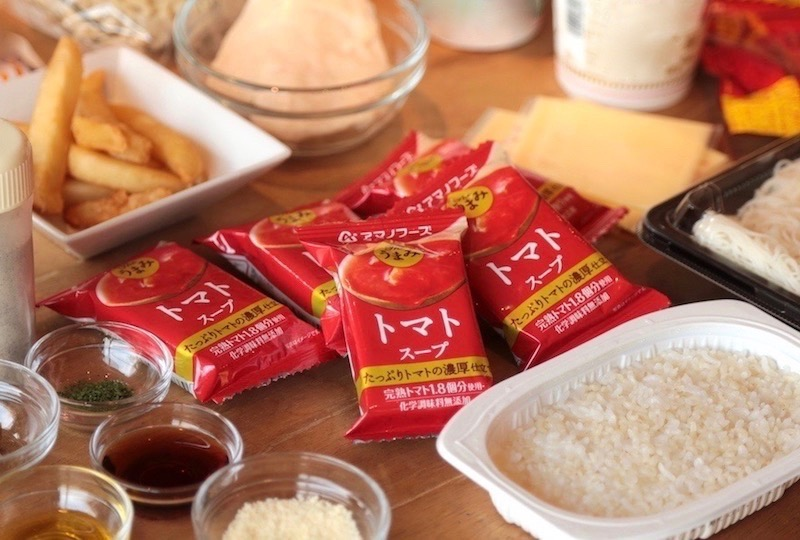 トマトスープとコンビニ食材