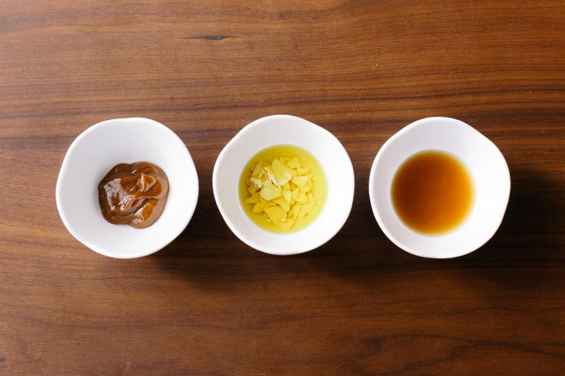 変わりダレ(ピーナッツ醤油、イタリアンソース、エスニックソース)