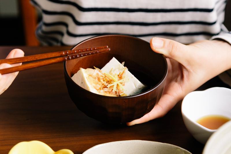 おわんに盛られた湯豆腐