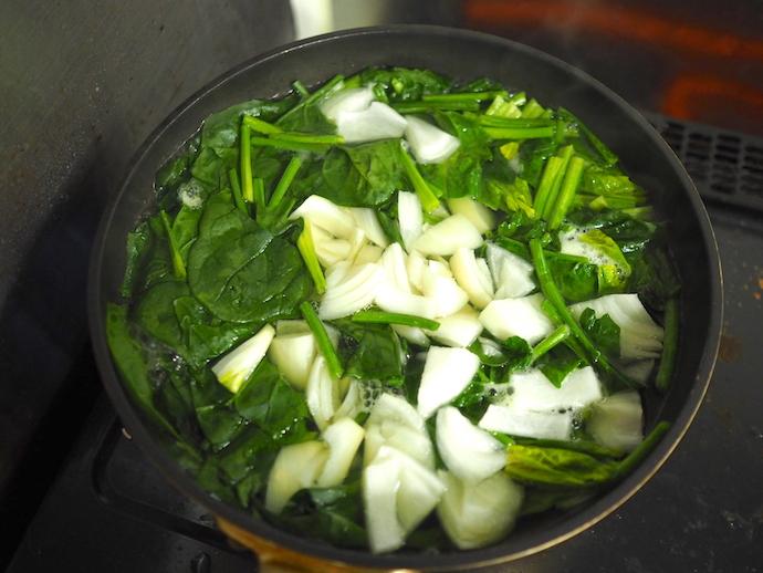 野菜を下茹でする