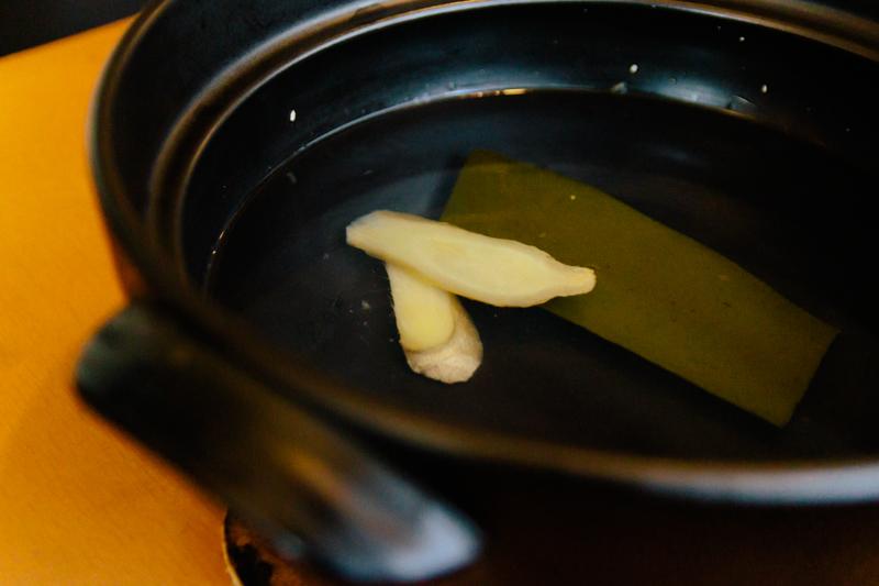 生姜と昆布を入れただし汁