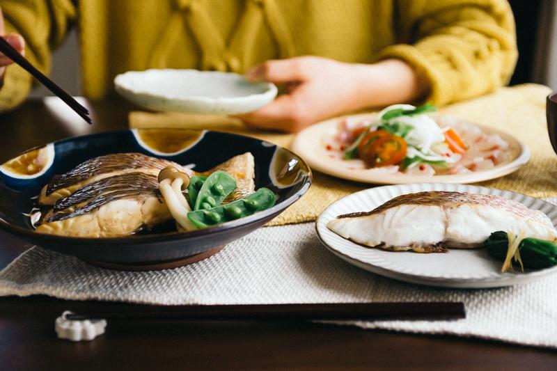 食卓に並ぶ鯛料理