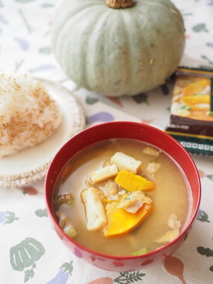 「ほっこりかぼちゃの豚汁」と塩むすびとかぼちゃ