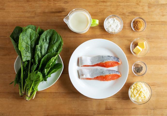 鮭とほうれん草の豆乳グラタンの材料