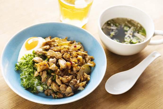 鶏ルーローハンとスープ